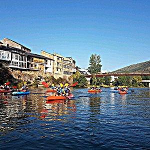 Descenso kayak rio sil, divertido para cualquier grupo de edad y nivel,para vivirlo.