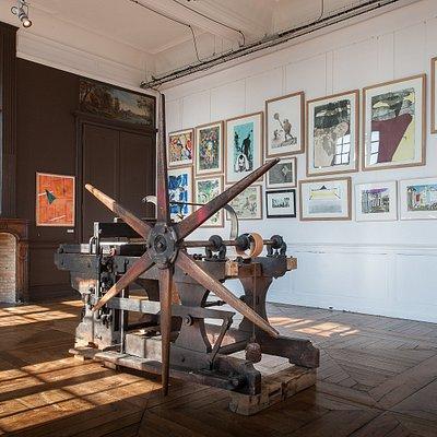 Vue de l'exposition Grand Village, Lithographies et Tissages