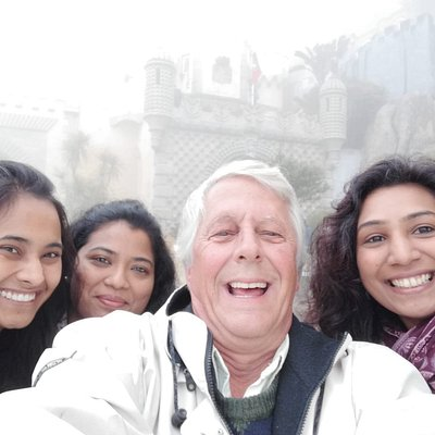 Our guide José and his group, having the time of his life at Sintra!