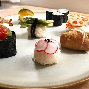 VEGAN SUSHI🍣🌱 VEGAN OSUMASHI SOUP🍵  The Japanese cuisine excellence combined with the Power of the Plants give rise to VEGAN SUSHI. 🌱🌿You will learn a lots of techniques in this class. How to cook the traditional Sushi rice and you will then garnish 8 different kind of cute mini sushi using stylish, healthy and delicious toppings!!!