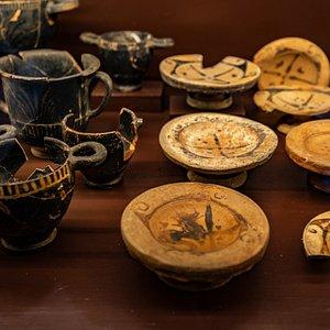 Materiale cercamico di epoca etrusca esposto nelle sale del Museo etrusco di Populonia