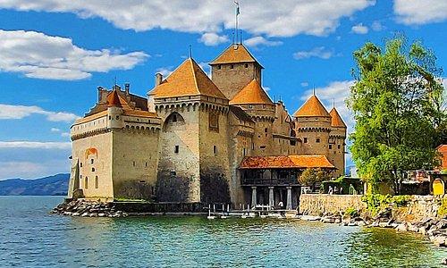 Other picture of the castle of Chillon in Veytaux near Montreux🇨🇭. Autre photo du château de Chillon à Veytaux tout près de Montreux sur les rives du lac Léman. Un'altra foto del castello di Chillon in Veytaux accanto a Montreux.