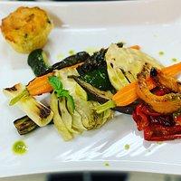 Verdure freschissime grigliate, accompagnate dal nostro muffin al formaggio.