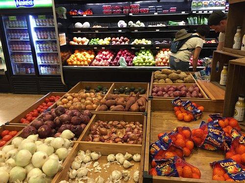 Yosemite Village Store - food aisles (4)