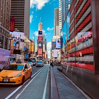 One of my favourite places in NY, Times Square!  Impossible not to be impressed by the amounts of lights and information you get from that place no matter what time of the day you go