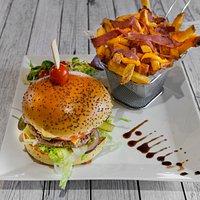 68 Burger Frite maison cheddar fondu et bacon américain