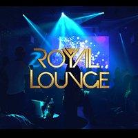 """Le Royal Lounge nouvelle version: Plus Grand, Plus accessible,  Plus de parkings gratuits, plus Grande FanZone de Pau, plus de soirées Tapas...  Ouvert dès 20h, venez passer un bon moment pour découvrir notre carte tapas, confortablement installés devant la """"plus grande FanZone"""" de Pau !  Le week-end, la soirée se poursuit au Bar-Dancefloor animé par un DJ professionnel jusqu'à 4h du matin le vendredi et 5h le samedi ! Entrée et gratuite*! *sauf évènements spéciaux"""