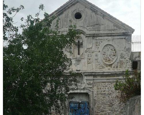 Chiesa abbandonata con leggenda di spiriti.