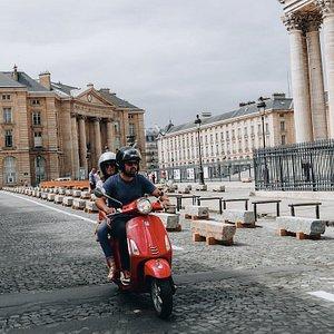 Paris by vespas :) summer ride