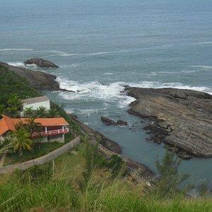 Ponta Negra. Maricá - Olha essa vista panorâmica do alto junto ao farol da Marinha.  Local de excelente visitação, com uma das mais belas paisagens