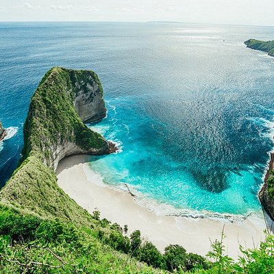 Nusa Penida One day Tours Nusa Penida Tour Travel is one of our products on the island of Nusa Penida, part of the island in the province of Bali Indonesia, which is now being developed into a tourist attraction. Nusa Penida which entered Klungkung district. The island of Nusa Penida is in the southeast of the island of Bali, there are also islands of Nusa Lembongan and Nusa Ceningan.  Many tourist attractions are already quite popular on Nusa Penida Island, for that we offer TOUR TOUR packages