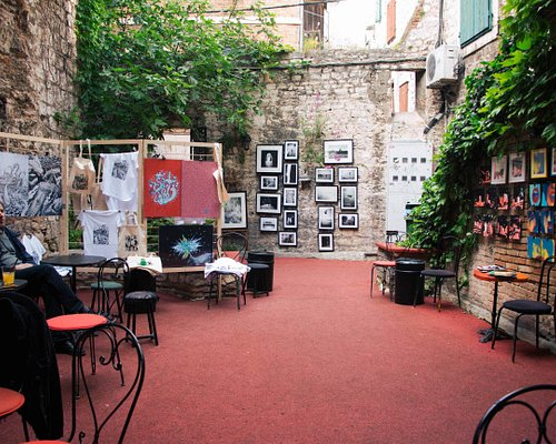 Settled in one of the most beautiful yards in Diocletian's Palace, owned by Academia Ghetto Club, local artists exhibit their artworks here every Thursday, noon-9pm. It's a great stop inside the old palace, where you can take a look at what local art scene has to offer, buy any of the artworks displayed, and support local artists. While you are there, order a drink, chat with the artist, and enjoy the beautiful setting!