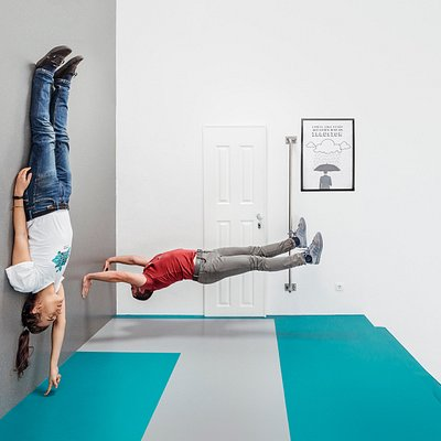 up side down room is very confusing
