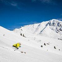 Ski Center Latemar è il più grande comprensorio sciistico della Val di Fiemme - Obereggen, con i suoi 49 km di piste è situato a cavallo fra le province di Trento e Bolzano. Tre sono i punti di accesso: Obereggen Pampeago e Predazzo.