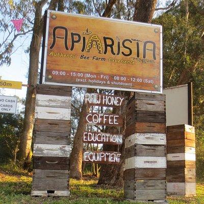 Main turnoff to Apiarista