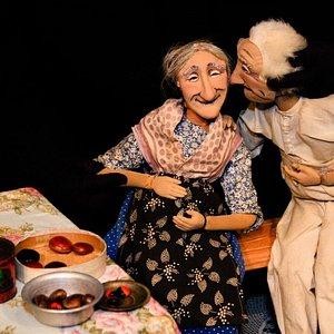 """Foto do espetáculo """"Em Concerto"""", em cartaz às quartas e sábados, 21h Espetáculo de bonecos, sem palavras, para adultos (14 anos). Informações e reservas pelo e-mail recepcao@teatroespaco.com.br, pelos telefones (24) 3371-1575/1161, ou pelo WhatsApp (24) 988 57 54 95. Foto: Luciana Serra"""