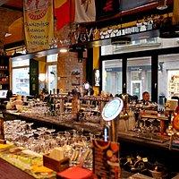 150 сортов пива, отличная еда, душевная атмосфера...