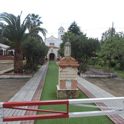 Santuário visto da estrada.