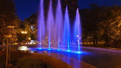 Ставрополь. Фонтан в театральном сквере (Fountain v Teatralnom Skvere)