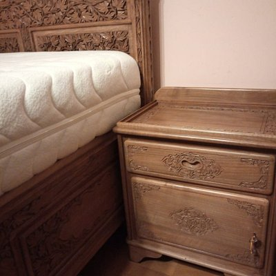 According to the order, the bedside chest was to be of the equal height as the top of the mattress. The actual result is that the mattress if 30 above the top of the bedside chest - you cannot really use it!