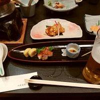 ツアーの昼食で、品数も豊富で料理も美味