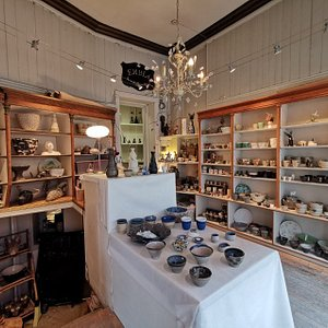Embla Keramikk is a charming old-fashioned ceramic shop. Four ceramic artists working here. The shop has been opened for nearly 40 years.