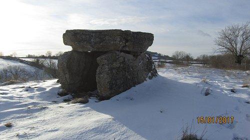 a cote de severac  dolmen en hiver