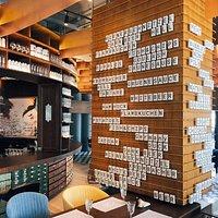 фрагмент  интерьера ресторана