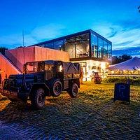 Grebbelinie bezoekerscentrum met militair voertuig