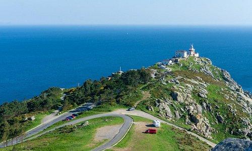 Este hotel tranquilo se encuentra a 5 minutos a pie del Castillo de San Carlos, un castillo del siglo XVIII con un museo, a 9 minutos a pie de la playa Praia do Mar de Fora y a 3 km del Faro del Cabo de Finisterre