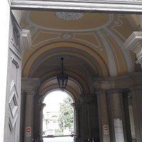 L'entrata sontuosa