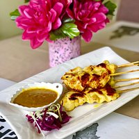 Chicken sate with penut sauce