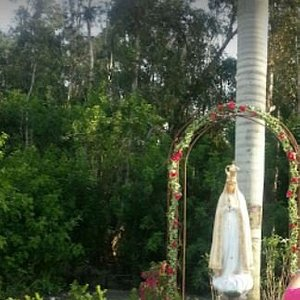 This is the image which received me when I arrived to the Church is right at the front of the front door. I enjoyed it very much praying to Virgin Mary. Them I knew that the inauguration of was on May 13th.