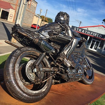 Great tribute to an Australian motorcycling icon. We did not know this memorial was in Strathalbyn and were happily surprised to find it. Terrific sculpture created by a Goolwa artist, James Stewart. If you are in the area and are interested in motorcycles / sport, it's worth going out of your way to see this.