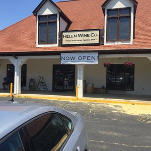Helen Wine Co. is NOW OPEN! Great selection of Georgia wines, meads and local craft beer! Offering wine tastings, flights, wine slushees, drinks by the glass, bottle or case!