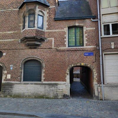 Passage ancien vers l'Église Saint-Jean