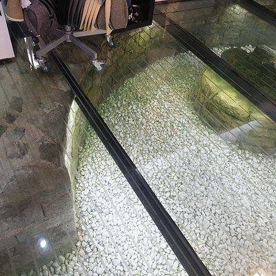 Glasbodengeschäft