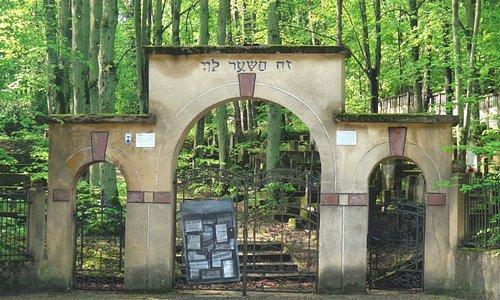 Hautausmaan portti