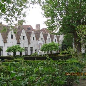 Well kept social housing and garden at Godshuis De Meulenaere on Nieuwe Gentweg reminded me of the Begijnhof compound