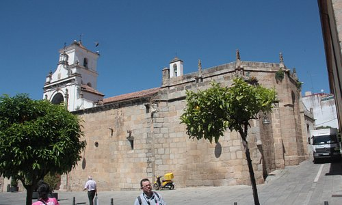 Vista general de la iglesia desde un lateral