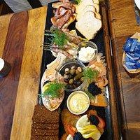 Fiske tallerken med alt godt fra havet.