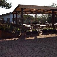 La terrazza vista dall'ingresso del ristorante