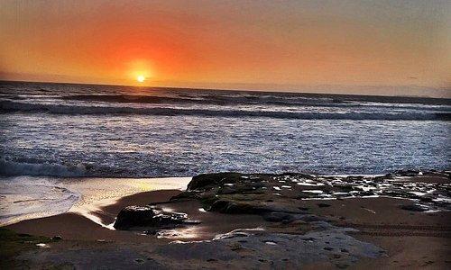 Jurassic Locals  Somos uma Escola de Surf na zona Oeste. Estamos sediados na Praia da Peralta e estamos abertos todo o ano. Se quer levar o seu nível de Surf para outro patamar venha ter connosco...vai adorar!!!!