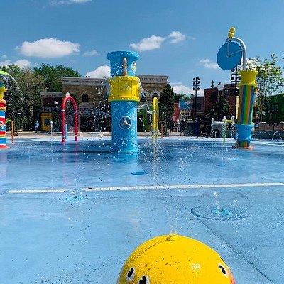 Rubber Duckie Waterworks – é um playground aquático, que fará a alegria da criançada nos dias de calor.