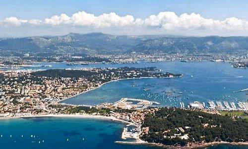 studio climatisé/ wifi / terrasse/ à louer 0695061340 1minute à pied de la plage des Sablettes/ la Seyne sur mer toute période/ 2 nuits minimum juillet et août location à la semaine uniquement POSSIBILITE DE TOUT FAIRE A PIED sans voiture des navettes maritimes vous emmènent à Toulon; et vous pouvez arriver en train très facilement