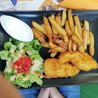 plat enfant nuggets maison, frites maison, sauce aïoli, salade