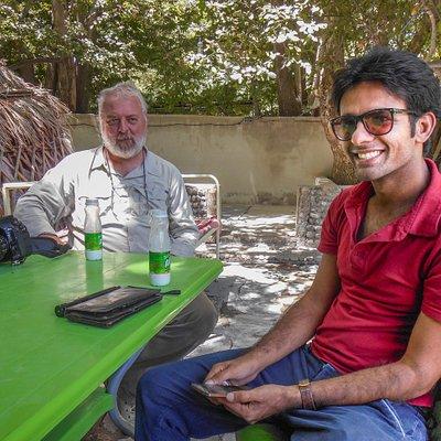 samen met de steeds vrolijke Ali