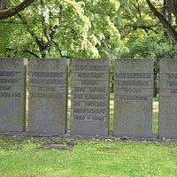 Gedenksteine auf dem Ehrenfriedhof Jammertal