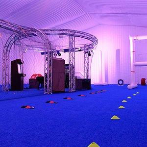 900 m² sous 9 mètres de haut : les conditions idéales pour piloter un drone en intérieur !