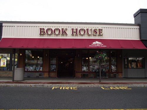 NY - ALBANY - BOOK HOUSE OF STUYVESANT PLAZA #1 - STOREFRONT